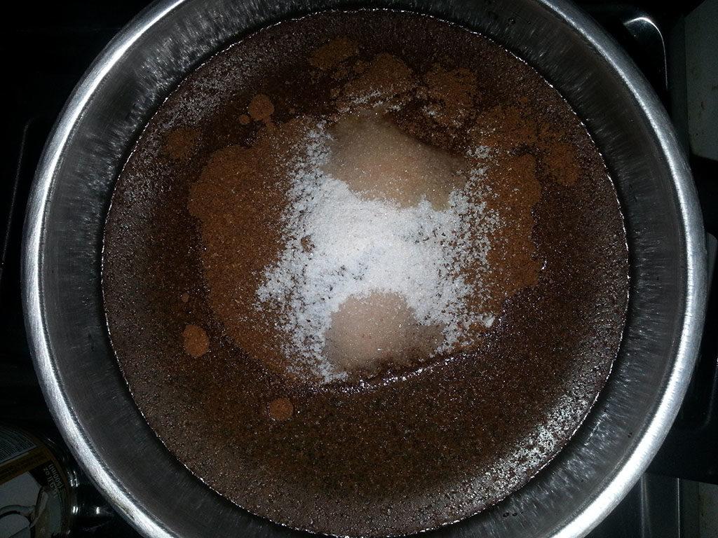 Kaffe enema med CafeMam therapy roast kaffe med salt.