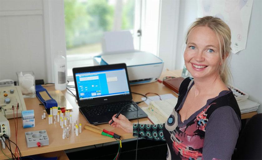 Kamilla Hill på kontoret
