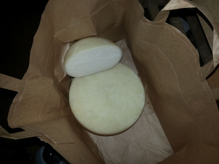 Verdens beste og sunneste ost, hvit geitost laget på gård.