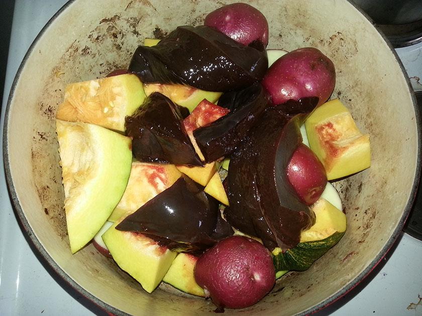 Levergryte med egendyrkede grønnsaker.